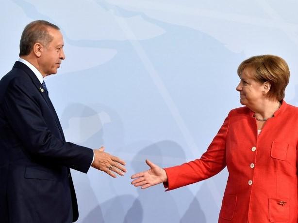 Spannungen: Erdogan lobt Merkel für Zurückhaltung bei Türkei-Kritik