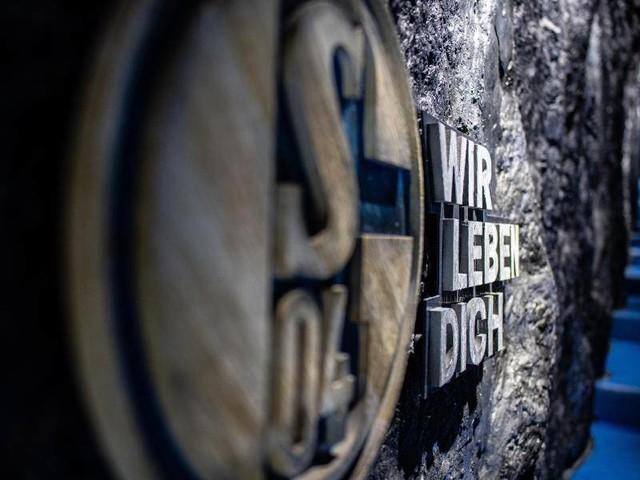 2. Liga: Schalke wählt Aufsichtsrat - Ovationen bei Stevens-Abschied