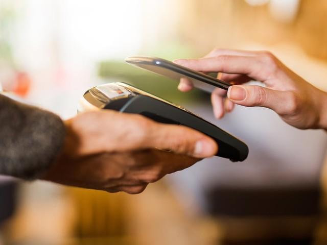 Mobiles Bezahlen: Zahlen Sie bar oder mit Apple Pay?