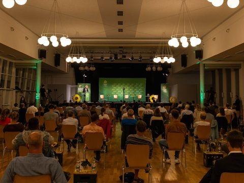 Kretschmann wirbt fürs Impfen und verweist auf Dänemark