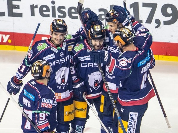 Eisbären gewinnen 4:0 : Eisbären Berlin feiern Auswärtssieg in Bremerhaven