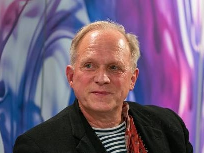"So bleibt ""Tatort""-Star Ulrich Tukur im Lockdown fit"