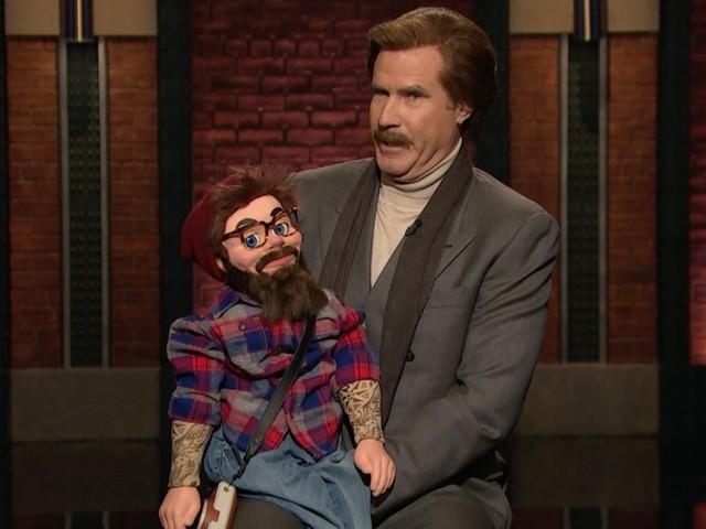 Ron Burgundy performt Stand-Up mit Hipster-Puppe J.J. aus Brooklyn
