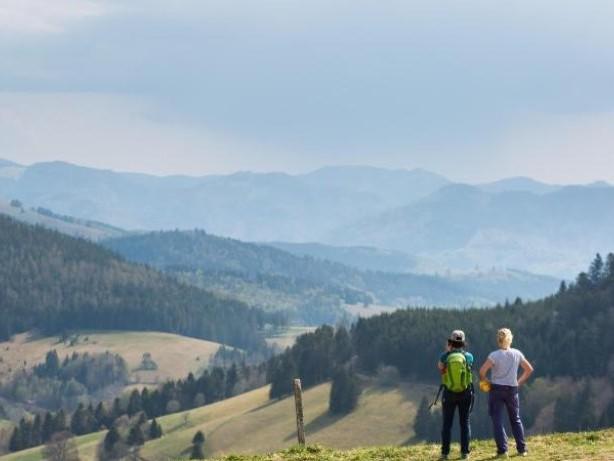 """Loipen, Parkplätze, Seen: """"Umwelteuro"""" im Schwarzwald für Tagesbesucher im Gespräch"""