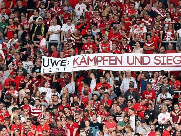 Die RWE-Fans tun es immer und immer wieder aus Liebe