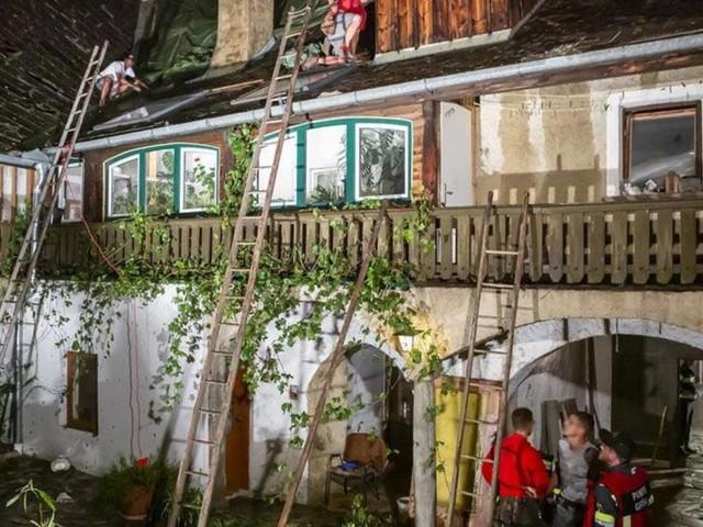 Faustgroße Hagelkörner zerstörten 120 Dächer in der Wachau