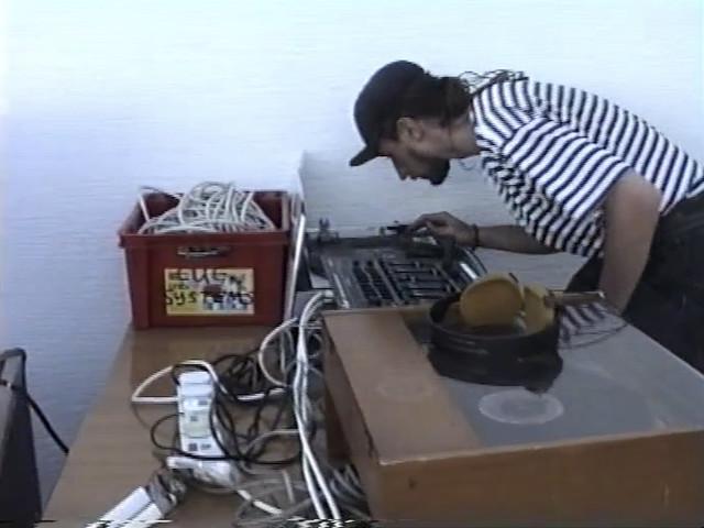 """Back to the 90s – mit neuem Video zu """"Pale Blue Dot"""" von Ross From Friends"""