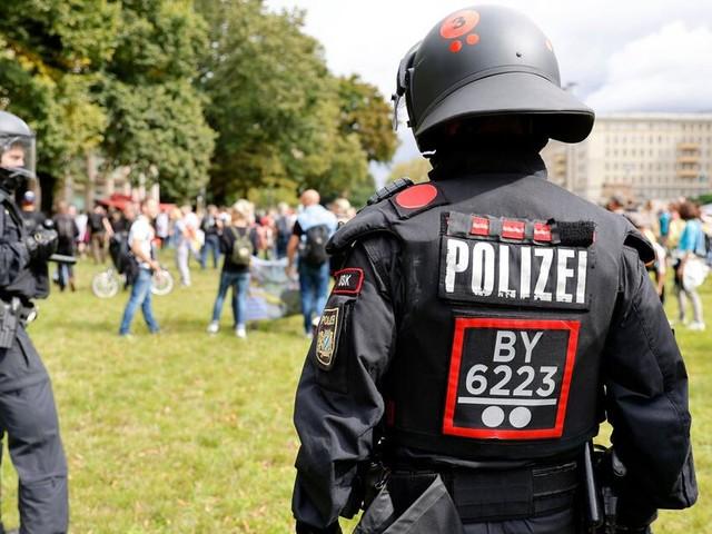 Fast 600 Festnahmen bei Querdenker-Protesten in Berlin