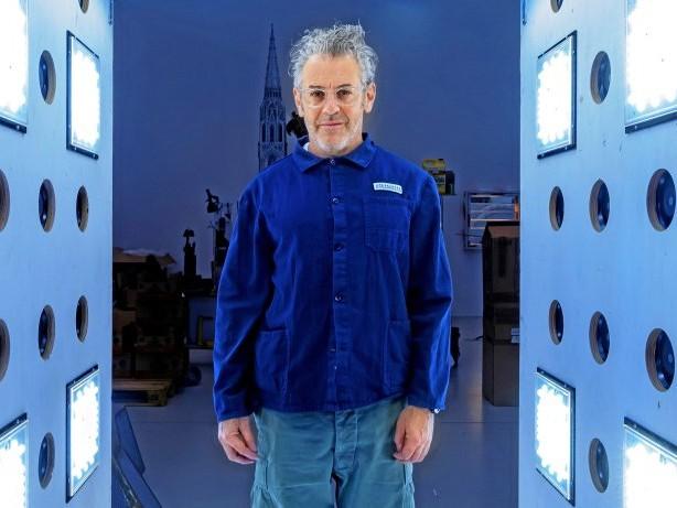 Ausstellung: Tom Sachs lädt zum Handy-Schreddern in die Deichtorhallen