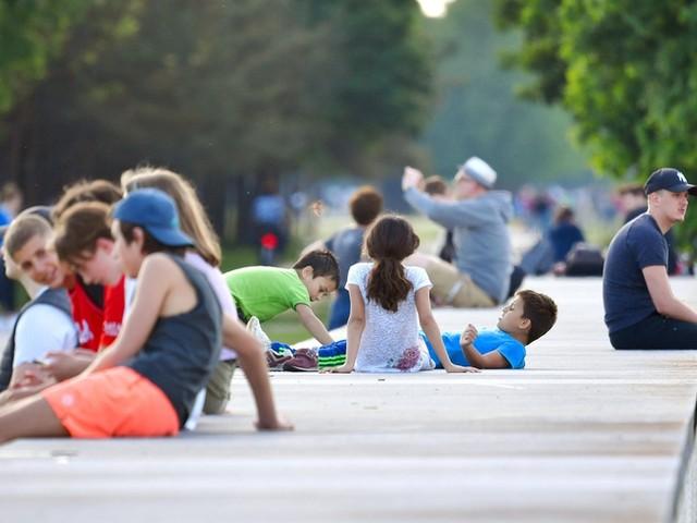 Spahn mahnt zur Wachsamkeit: Corona-Infektionen bei Jüngeren steigen stark an