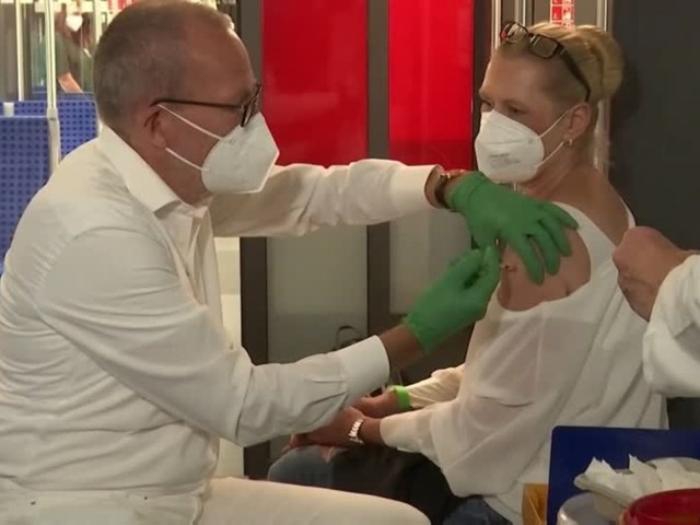 Video: Impfzug fährt ein!
