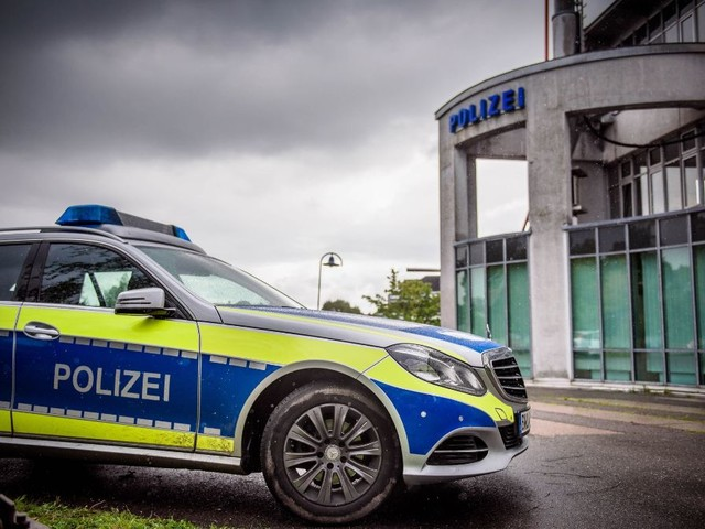 Stuttgart-West: Auto stößt mit Stadtbahn zusammen