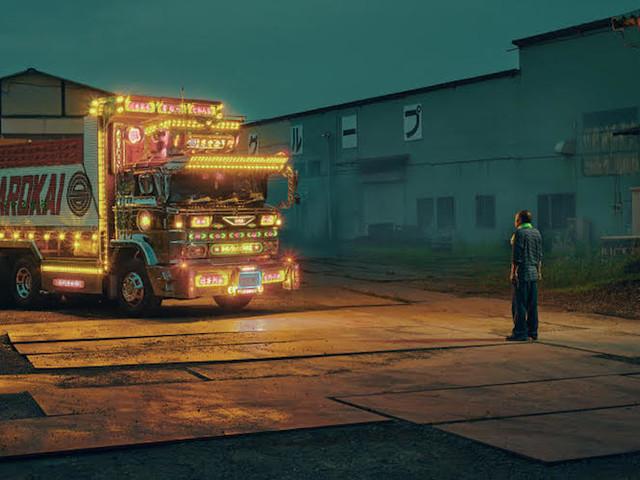 """""""Dekotora"""" – Todd Antony setzt japanische """"Blinged-Out""""-Trucks in Szene"""