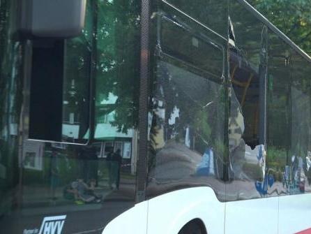 Polizei ermittelt nach Schüssen auf zwei Busse in Hamburg