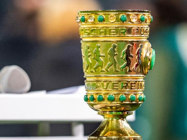 DFB Pokal: Nach BVB-Spiel: Ingolstadt-Fans stehlen DFB-Pokal-Kopie aus Kneipe