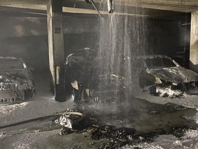 Mehrere Autos bei Brand in Wiener Tiefgarage zerstört