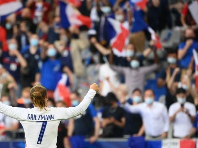 Was macht ein Österreicher bei der Eröffnung der Fußball-EM?