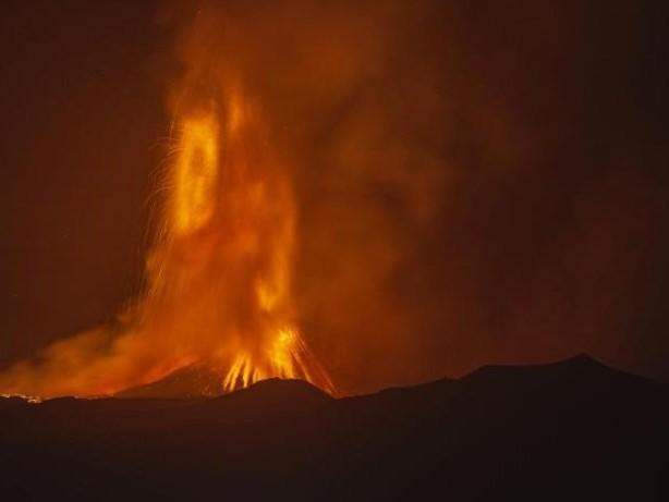 Hitzewelle: Italien kämpft gegen Hitze und Waldbrände - Ätna bricht aus