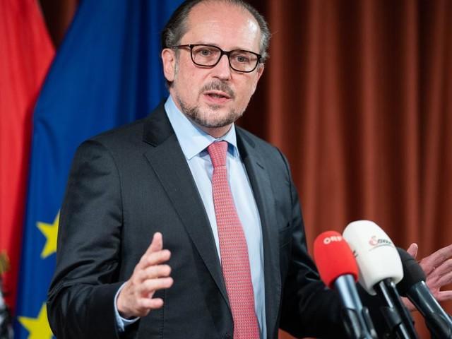Schallenberg kündigt mögliche neue Schritte in Österreich an und warnt Polen