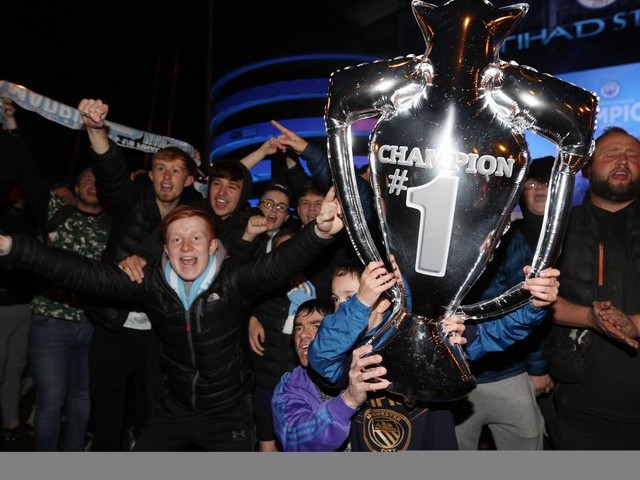 Englischer Meister! So feiern Manchester City-Fans den Titel