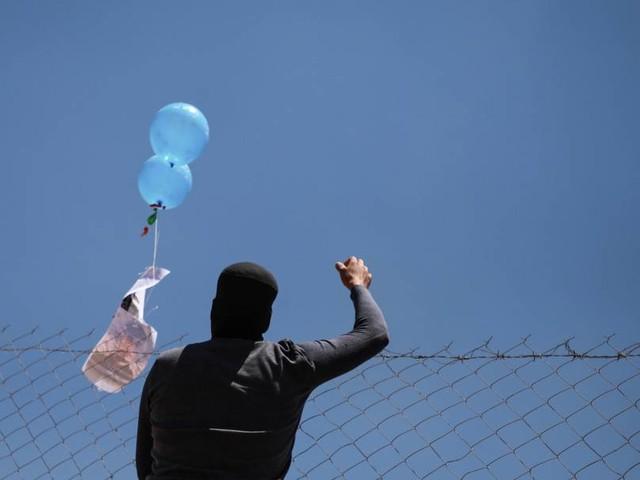 Israel fliegt Luftangriffe auf Hamas-Stützpunkt nach Angriffen mit Brandballons
