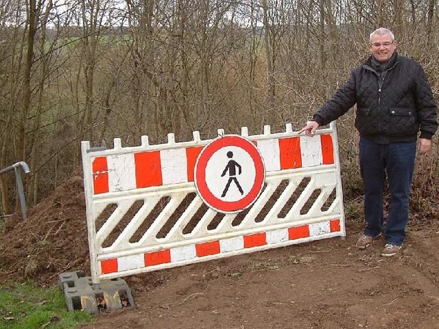 Fulda - Ende im Gelände: Stadt sperrt beliebte Abkürzung mit Erdhügeln
