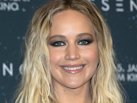 Weintrinken für guten Zweck mit Jennifer Lawrence
