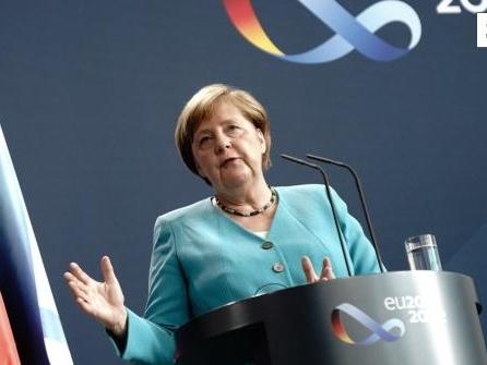 Kanzlerin präsentiert EU-Ratspräsidentschaft