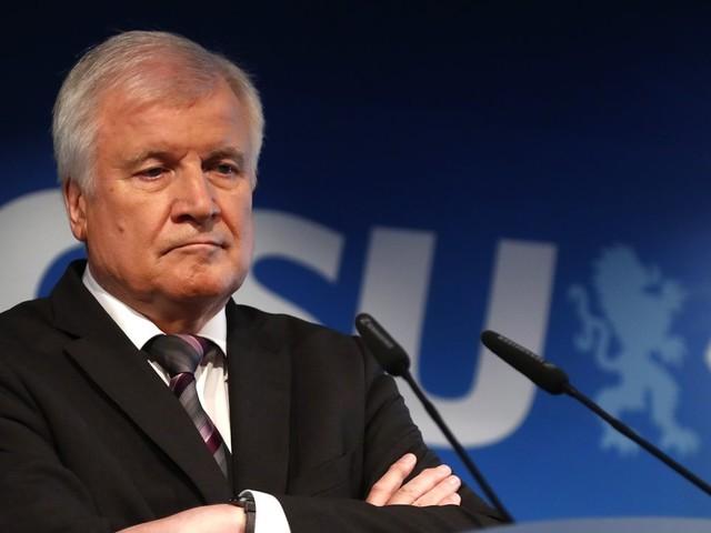 Innenminister : Horst Seehofer will offenbar als CSU-Chef zurücktreten