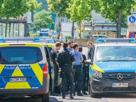 """""""Querdenker""""-Protest in Berlin: Demonstrant (49) kollabiert bei Polizei-Kontrolle und stirbt in Klinik"""