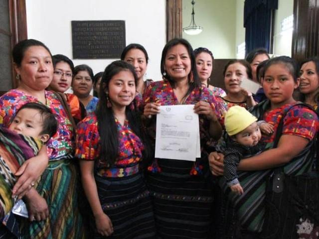 Maya-Weberinnen wehren sich gegen Diebstahl ihrer Muster