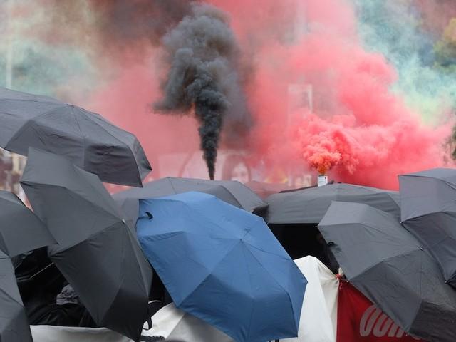 Ausschreitungen in Leipzig - Linke fordern bei Demo Freilassung von Extremistin Lina E. und zünden Barrikaden an