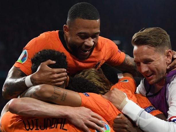 Fußball-EM: Niederlande rauscht ins Achtelfinale: 2:0 gegen Österreich