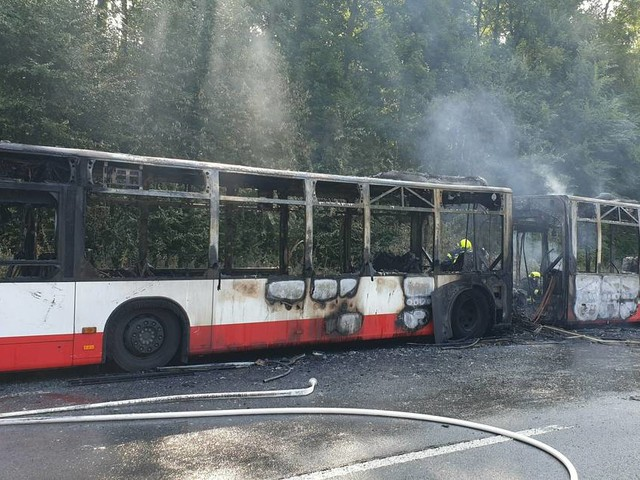 Kurz vor Kreuz Neuss-West: Autobahn 46 nach Bus-Brand teilweise gesperrt