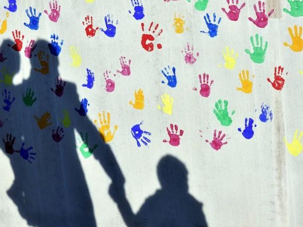 Arbeitslosengeld: Knapp Jedes siebte Kind in Deutschland lebt von Hartz IV