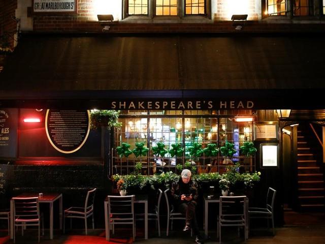 Großbritannien: Das Musik-Business verstummt, viele Pubs bleiben offen