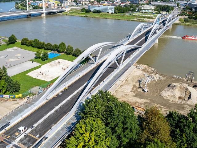 Linzer Eisenbahnbrücke: Auf den letzten Metern