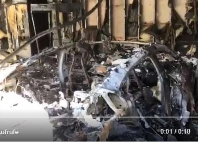 """Ursache unklar - Peinlich für Porsche: """"Tesla-Killer"""" Taycan brennt in Garage völlig aus"""