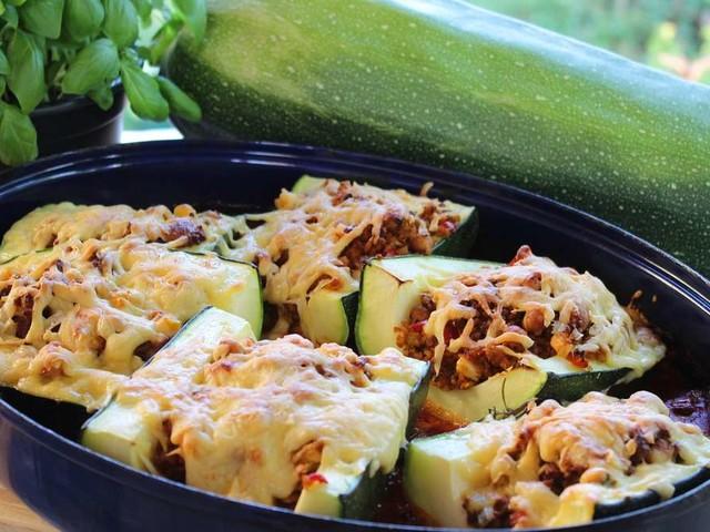 Gefüllte Zucchini mit Hackfleisch oder vegetarisch? So schmeckt es am besten