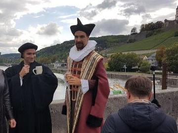 Luther und Echter auf der Mainbrücke