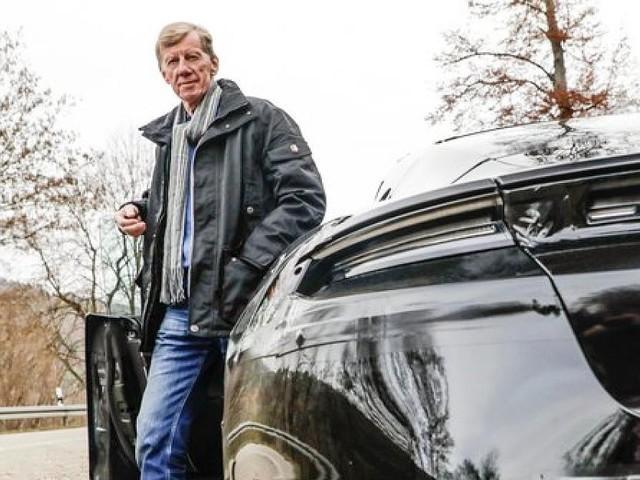 Porsche Taycan - Walter Röhrl testet neuen Porsche-Stromer - aber von Elektroautos hält er nichts