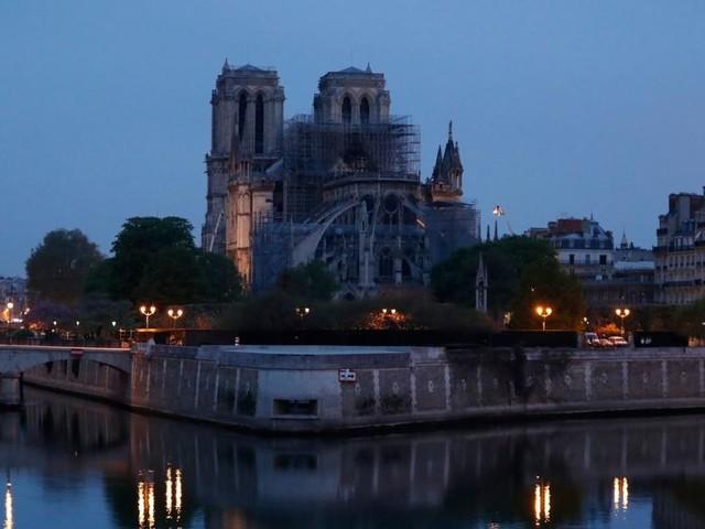Notre-Dame: Brand unter Kontrolle, Macron verspricht Wiederaufbau