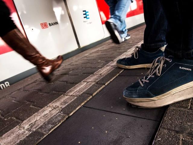 Sexuelle Belästigung in Stuttgart: Mann reibt sich an 17-Jähriger und greift ihr an den Po