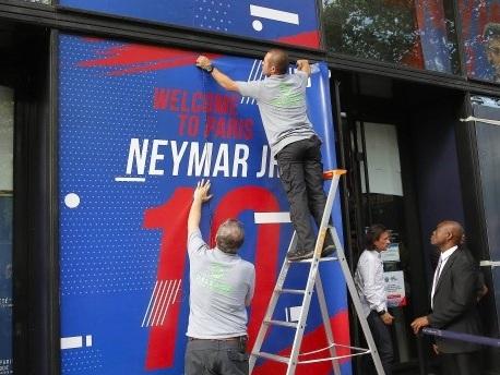 Nach Rekordwechsel: Mehr als 10.000 Neymar-Trikots verkauft