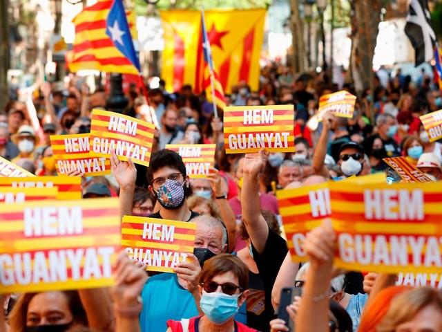 Gespräche mit Madrid geplant: Katalanen fordern Selbstbestimmung
