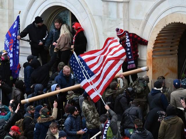 Gewalt in Washington: Erstes Urteil nach Sturm aufs Kapitol – Trump-Anhängerin entgeht Gefängnisstrafe
