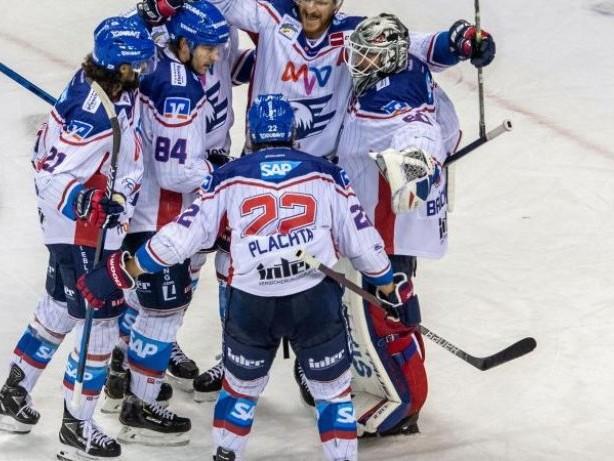 DEL: Adler Mannheim gewinnen Topspiel bei Meister Eisbären