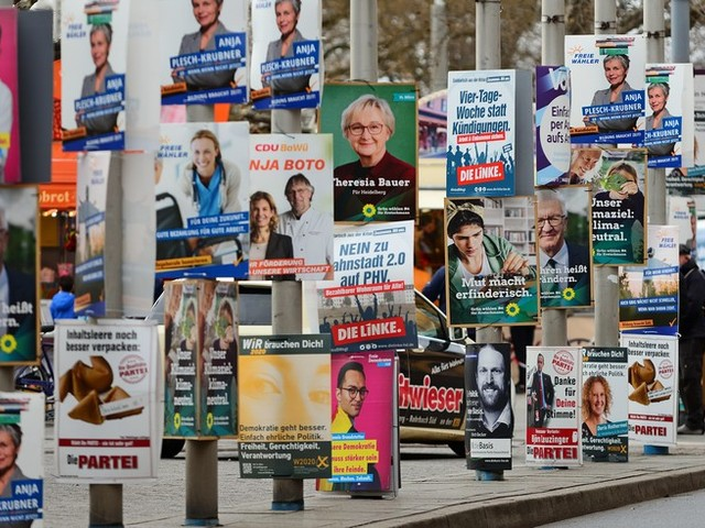 """""""Der aufgeklärte Wähler ist gefragt"""": Wie demokratiefördernd ist das breitgefächerte Parteienspektrum?"""