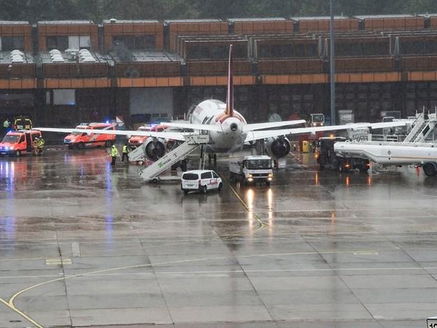 Schreck im Flieger: Maschine landet in Tegel mit zahlreichen Verletzten