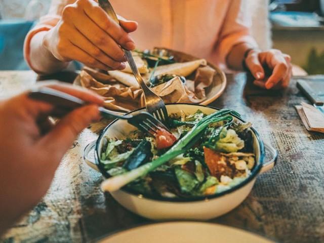 6 Fachärzte klären auf - 16:8, kein Fleisch: Wie Ärzte sich ernähren - und was wir daraus lernen können